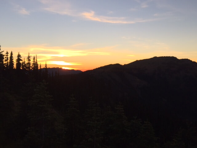 mountains, PNW, Pacific Northwest, Mountain Sunset, girlfriend trips, girl trip, solo trip